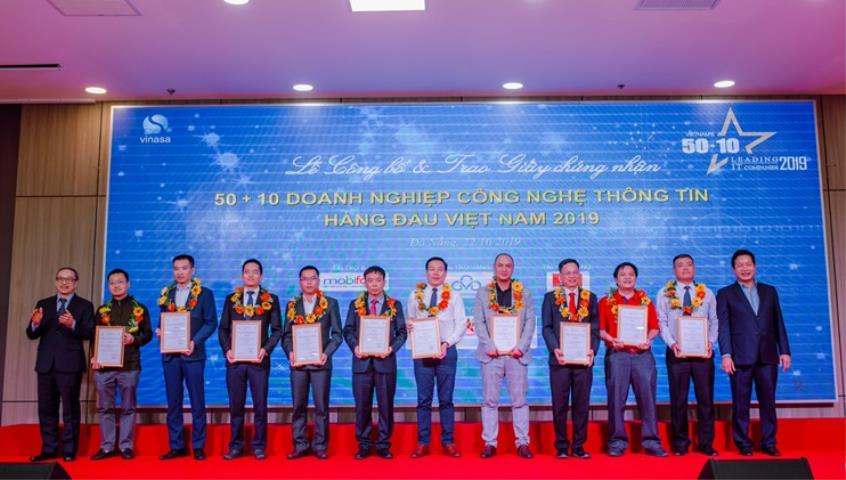 FSI was honored in the Top 50 leading IT enterprises in Vietnam and Top 10 enterprises with typical technology capability 4.0