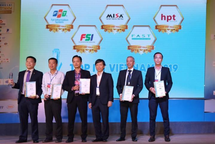 FSI is excellent in receiving the Top Vietnam Leading Software Enterprise Award at Vietnam ICT Outlook 2019